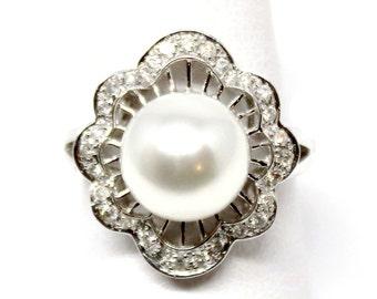 18k White Gold Diamond and Pearl Ring 10mm 5.80 White South Sea 0.31 ct Diamond Vintage style