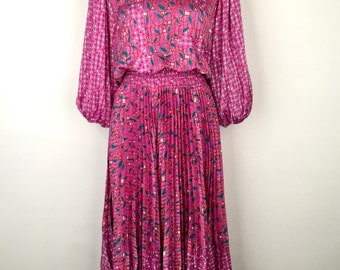 DIANE FREIS!!! Incredible 1980s 'Diane Freis' printed mauve dress with pleated skirt, appliqué bodice and gathered sleeves