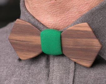 Wooden bow tie, walnut wood bow tie, wedding wood bowtie , green pocket square, Groomsmen gifts, Boyfriend gift, Gifts for Him, Personalized