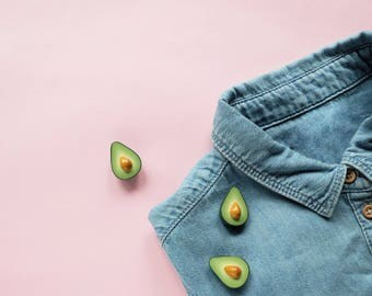 Avocado pin - tropical jewelry, fun pin, clay brooch, food jewelry, modern jewelry, minimal jewelry, cool pin, avocado jewelry, greenery