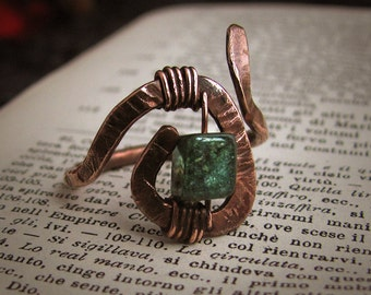 Hammered spiral copper ring with green tourmaline gemstone yule gift idea solstice wiccan pagan witch magic ritual elf elves woodland lotr