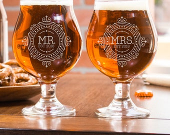 Engraved Beer Glasses, His And Hers Glasses, Wedding Anniversary Gift, Etched Beer Mug, Groomsmen Gift, Monogrammed Beer Glasses, Gift Idea