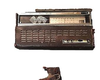 Vintage Channel Master Trans World Transistor Radio    Model 6523    3 Bands (BC    SW1    SW2)    Circa 1962