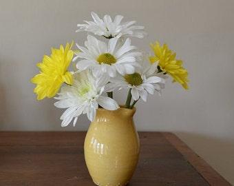 Petite vase in pale yellow, flower vase, yellow vase, handmade vase, yellow decor