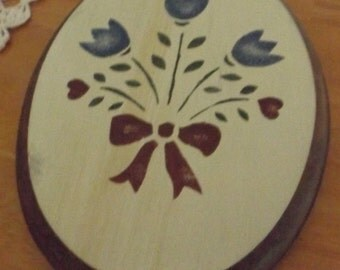 Vintage Pennsylvania Dutch Floral Design Wood Wall Plaque, Decor, Wall Hanging, plaque, floral decor,country decor, Penn Dutch design,tulips