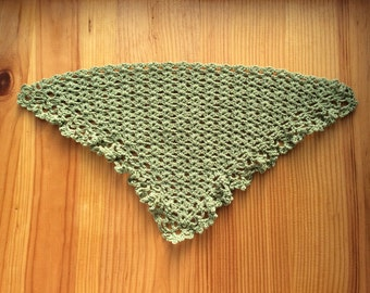 Green wool-linen crocheted shawl, lace trim, for Pullip or similar size dolls