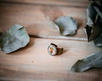 Brass ring with real cherry blossom / vintage ring with flowers / ring with real flowers