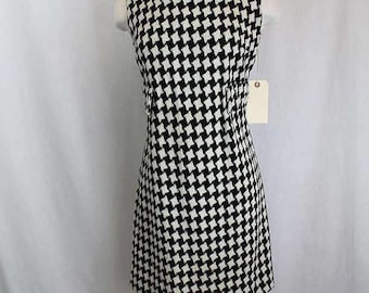 Vintage Sixties 1960s Houndstooth Dress. Size Small.