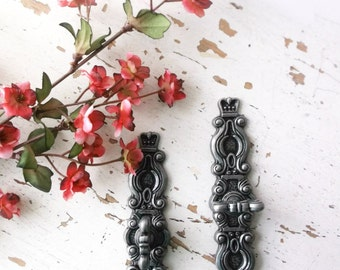 Vintage Hyer Ornate Drawer Door Cabinet Handles w/ Backplates. ANtiqUe SIlver.  2 pieces