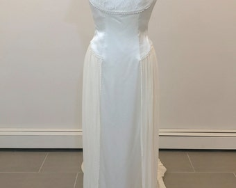 Beautiful Carmela Sutera wedding dress in a light ivory color