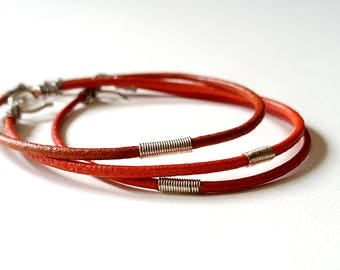 Sterling SILVER & RED Leather BANGLE Band Bracelet—Red Unisex Cuff Wristband [Manchette Argent Cuir Rouge—Pulsera Brazalete Plata Piel roja]