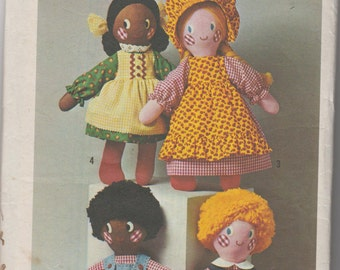 Rag Doll Vintage pattern 1976 Simplicity 7247. Pattern for Rag Dolls & Clothing. Boy and Girl Dolls Dress, Apron, Bonnet, Overalls