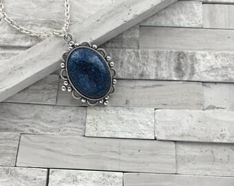 Shimmer glimmer dark blue pendant