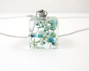 Real Pressed Flower Resin Jewelry - Cube Resin Pendant Necklace,  Botanical Pendant, Flower resin necklace, Floral jewelry, 3D flowers