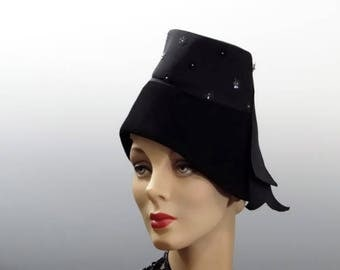 1940's Old Hollywood Glamour Black Felt Hat, Tall Dramatic Stovetop Crown, New York Creations