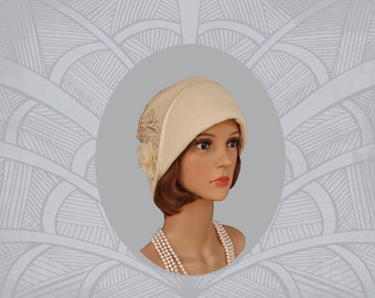 Cream cloche hat with front fold, 1920s hat, Great Gatsby hat, Downton abbey hat, flapper hat, Charleston hat, 1920s wedding, 20s bridal hat
