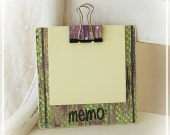 Memo Note Pad, Post it note holder, Sticky Notes, Mini Clipboard, Desk Accessories, Secretary, Mini Gift, Favor, Barnwood, Distressed, Sping