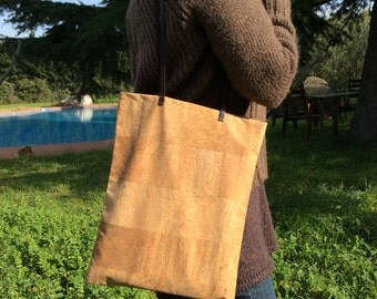 Cork tote bag with leather handles