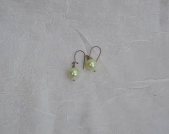 Simple light green drop earring