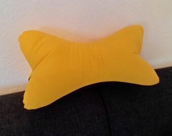 Reading black yellown pillow