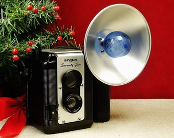 Vintage ARGUS 75 TLR Viewfinder 620 Roll Film Camera with Flash Unit, Circa: 7/1956, Excellent Condition!