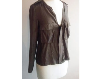 Lightweight silky shirt khaki army with pockets and zip closure