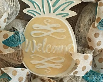 Pineapple wreath, deco mesh spring summer wreath, deco mesh tropical wreath, pineapple welcome door wreath.