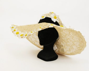 Vintage 1970s straw and daisies large brim hat