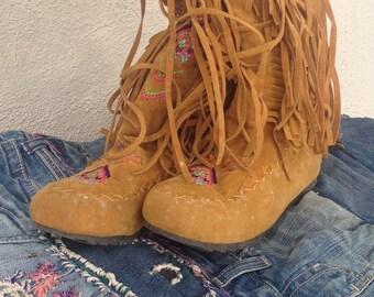 Vintage fringed mocassin boots