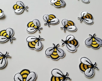 Little Bee patch Small Iron On patch Insect patch Bee applique Small bee Mini patch DIAMETER 1.2 in 3 cm Animal patch