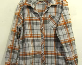 A Women's Thick Vintage,Gray Plaid FLANNEL Shirt By OLD MILL.L