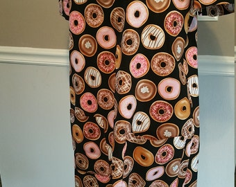 Doughnut Patterned Shift Dress. Double Front Pockets. Size Large
