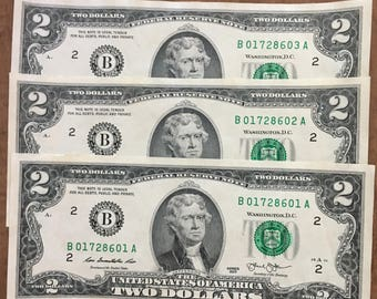 Three similar consecutive serial number US currency Collectible US dollars