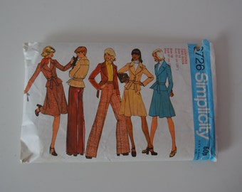 Vintage sewing pattern/1972/Simplicity pattern/Size UK 14 and UK 16/Jacket/Skirt/Pants