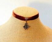 Steampunk jewelry steampunk choker vintage bee necklace velvet choker steampunk bee vintage velvet choker OOAK handcrafted jewelry