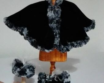 Layer in black velvet adorned with boa, scale 1:12. Dollshouse miniature.