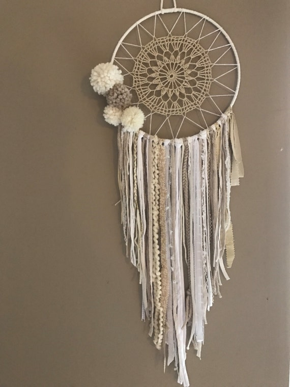 attrape r ves dreamcatcher boho chic pompons. Black Bedroom Furniture Sets. Home Design Ideas