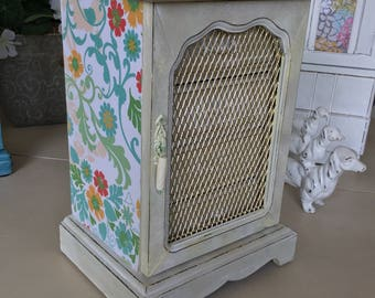 Vintage Wooden Musical Jewelry Box / Chalk Painted Shabby Chic Jewelry Chest / Upcycled Designer OOAK Jewelry Box