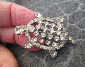 Brilliant 1950's Rhinestone TURTLE brooch/pin>> New Old Stock> Unsigned WEISS