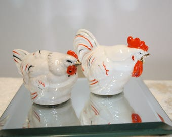 Hen & Rooster salt and pepper shakers; vintage Japan; gold trim, hand painted; mated pair; (sc-01)
