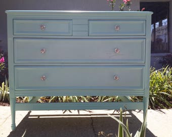 Beautiful antique chest of drawers/dresser