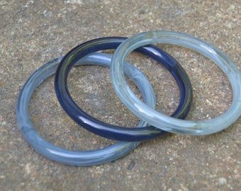 Set of 3 Vintage Light and Cobalt Blue Marbled Lucite Stacking Bangle Bracelets with Bubbles