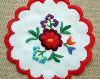 Hand embroidered Kalocsa doily with hand-fringed borders (KALDOI-TR-102)