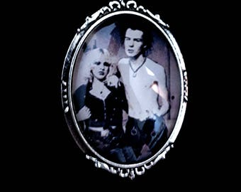 Sid Vicious and Nancy brooch cameo - Sid & Nancy Cameo Brooch