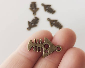 Bronze Fish Bones Charms / 5 Bronze Fish Charms / 15 x 20 mm Fishbone Pendants / Fish Charm Set / CH36