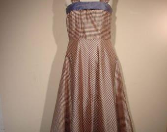 Fun 50's dress with sheen