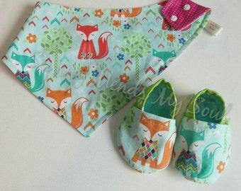 Waterproof, reversible adjustable fox/pink polkadot bandana bib & slippers set