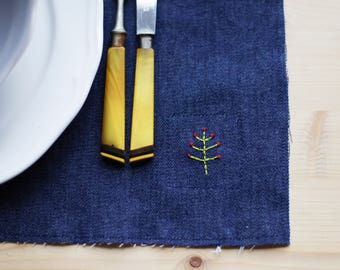 Pair of placemats hand embroidered Jeans
