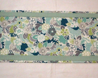 """Handmade Quilted Table Runner, Teal, Green, Cream Spring Floral Design, 12""""x36"""" (Runner2123-31-40)"""