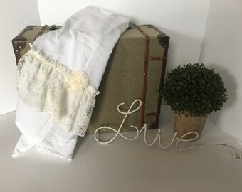 Ruffled Tea Towel,Shabby Chic,French Cottage,Vintage towel,neutral towel,Ivory lace,Beach towel,Ruffled linen towel,Tea towel,Rustic Towel